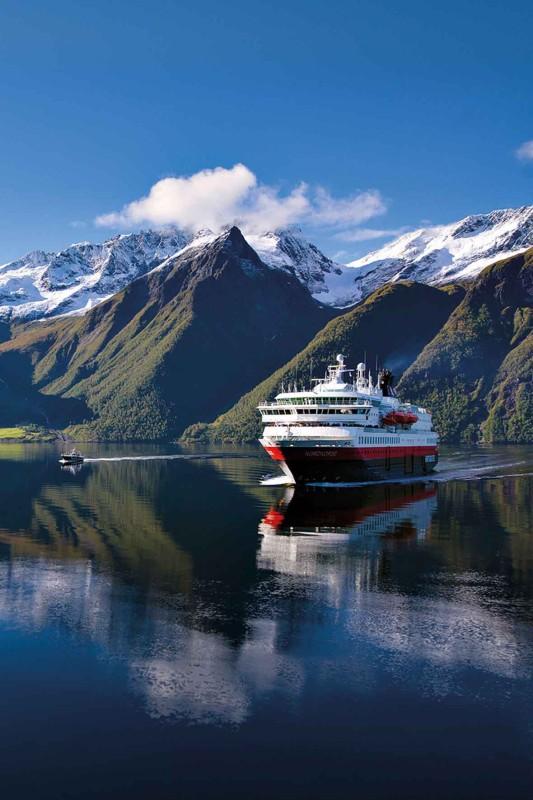 Seereise zum Hjorundfjord mit Hurtigruten